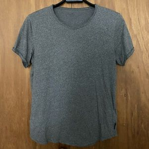 Hollister male basic shirt small